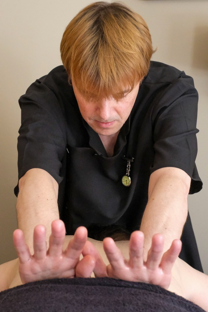 swedish-body-massage-lower-back-knead