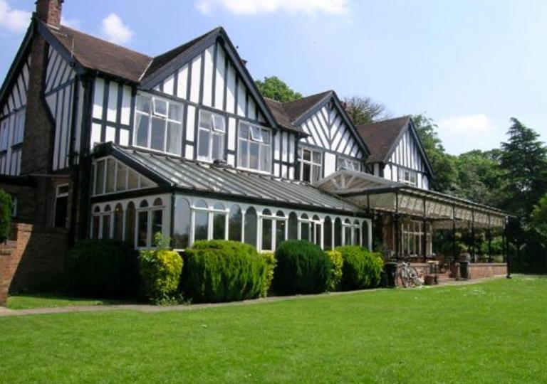 oaklands-hotel-veranda